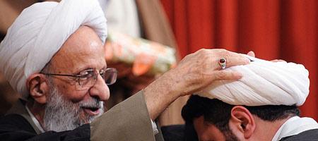 جشن عمامه گذاری جمعی از طلاب مدرسه علمیه امام خمینی(ره) ازگل تهران در روز مبعث